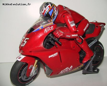 Reproduction au 1/5 de la Ducati 999